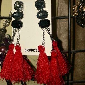🛍 Express tassel earrings